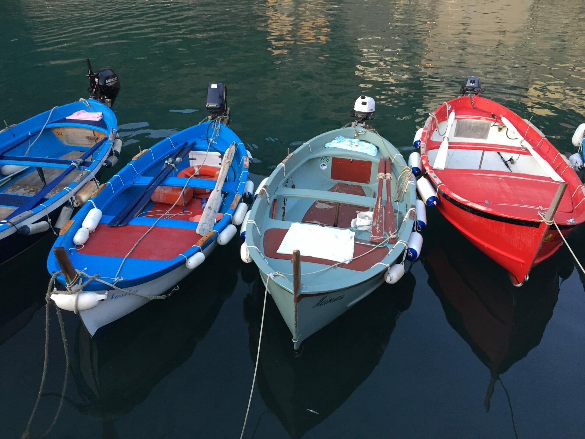 Barchini a Vernazza