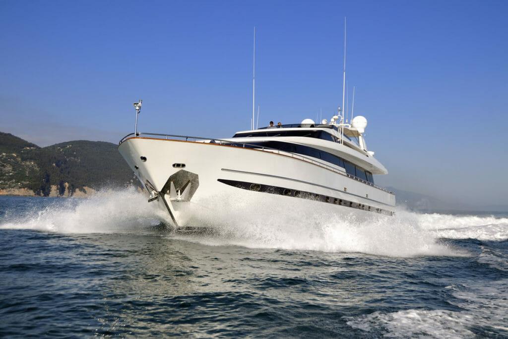 barche a motore motoryachts con equipaggio per charter