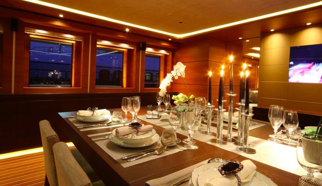 Zaliv III elegant dining