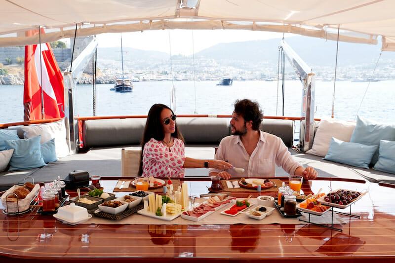 Cobra King - lunch on board