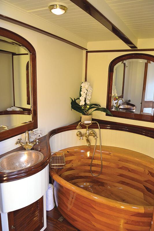 Whitefin - bathtub
