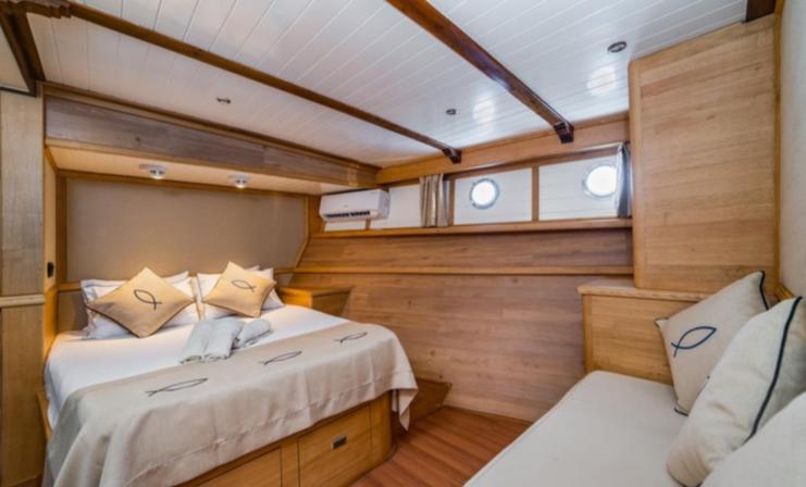 Amazon Solo - cabin