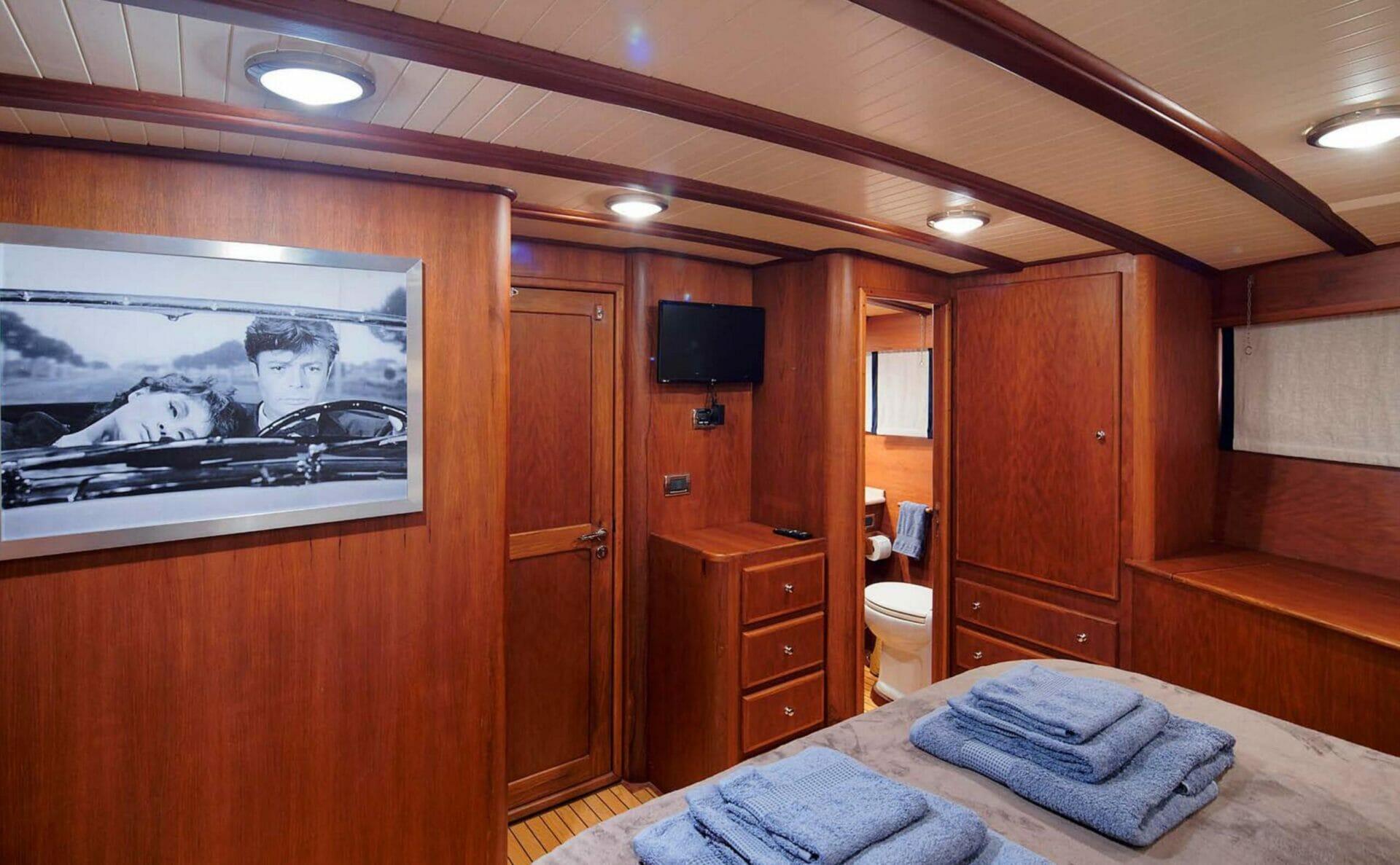Lady Eugenia - master cabin